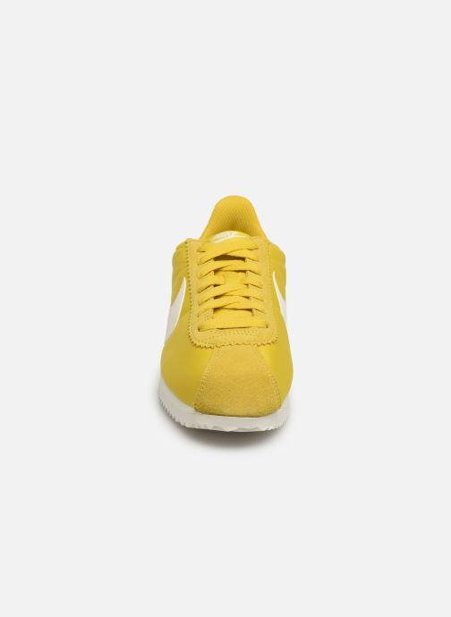 Sneaker Nike Wmns Classic Cortez Nylon gelb schuhe getragen