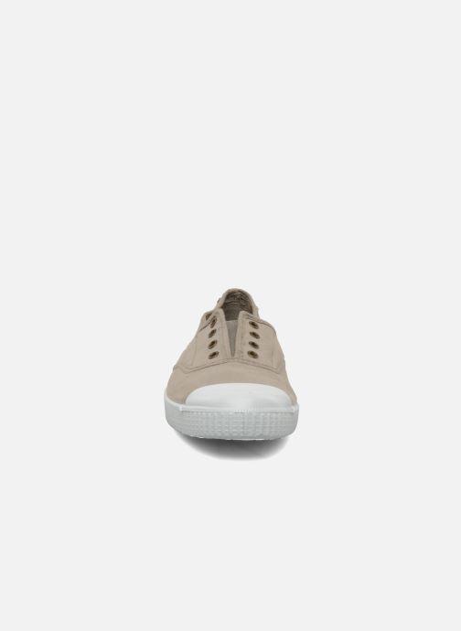 Sneakers Victoria Victoria Elastique W Beige modello indossato