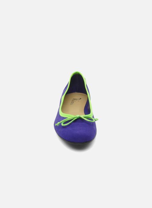 Ballerinaer Valensi Vega Lilla se skoene på