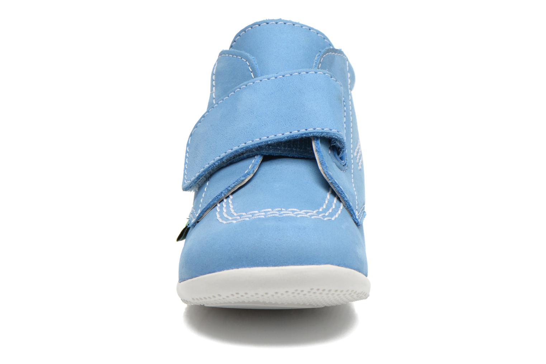 Zapatos con velcro Kickers Bilou Azul vista del modelo