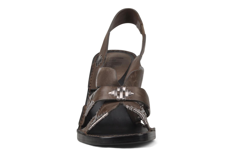 Sandales et nu-pieds Belle Catarina Marron vue portées chaussures