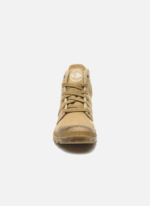 Sneakers Palladium Pallabrousse h Beige modello indossato