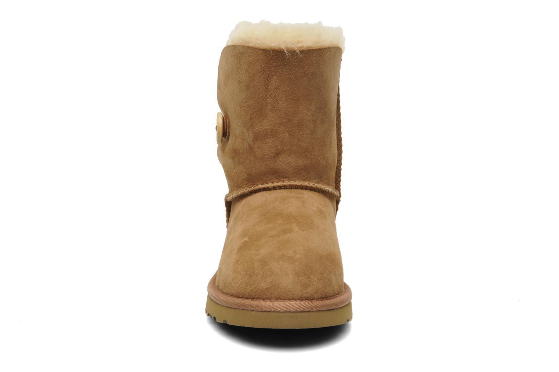 Bottes UGG Kid's bailey button Marron vue portées chaussures
