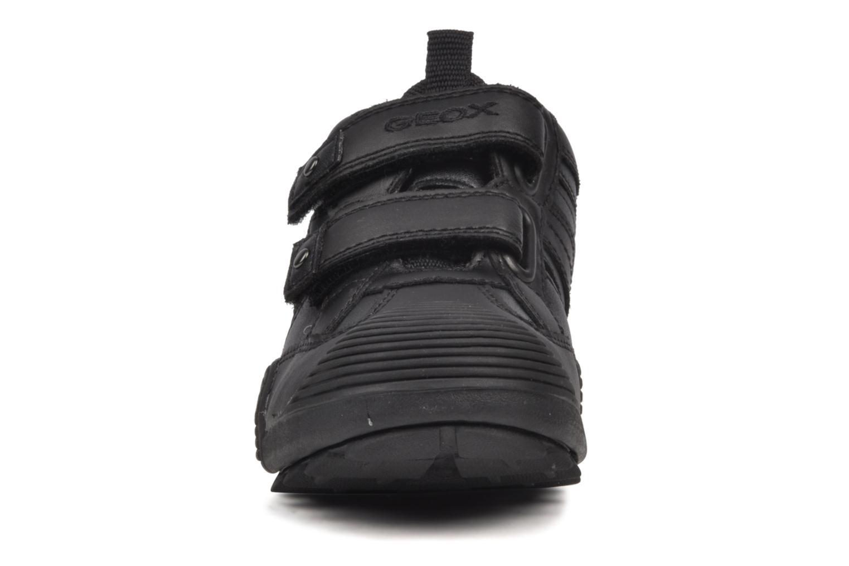 Baskets Geox J SAVAGE G Noir vue portées chaussures