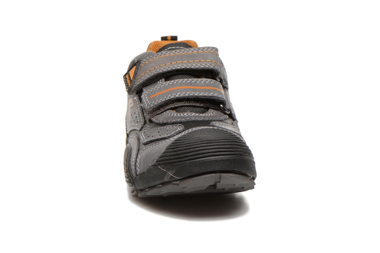 Chaussures de sport Geox J savage a Gris vue portées chaussures