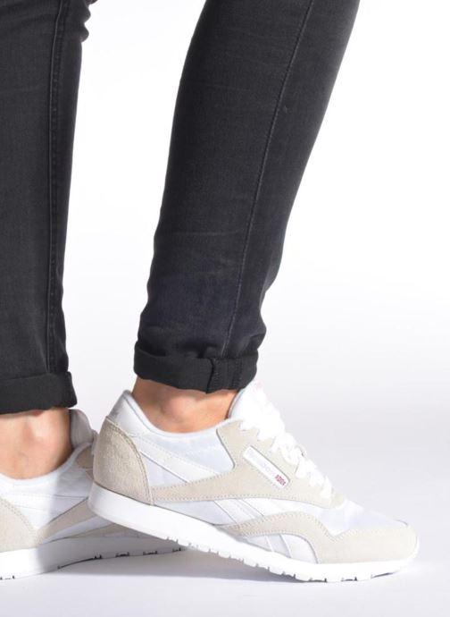 Sneaker Reebok Classic Nylon W weiß ansicht von unten / tasche getragen