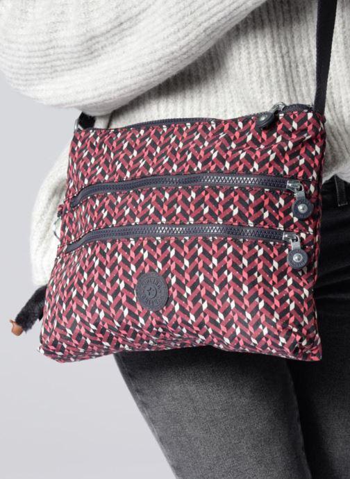 Handtaschen Kipling Alvar schwarz ansicht von unten / tasche getragen