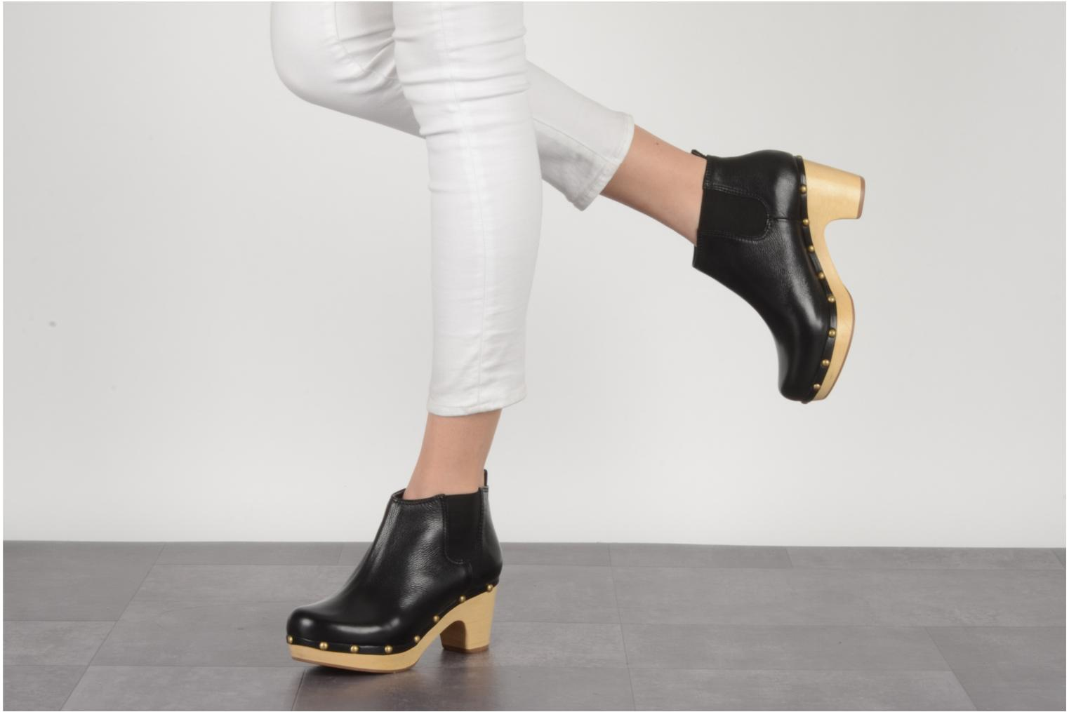Ankle boots Studio TMLS Caius boot Black view from underneath / model view