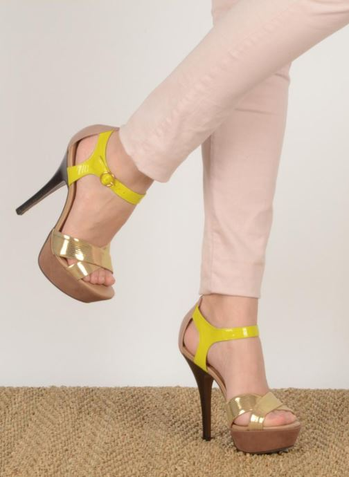 Sandals Carvela Gallant Bronze and Gold view from underneath / model view