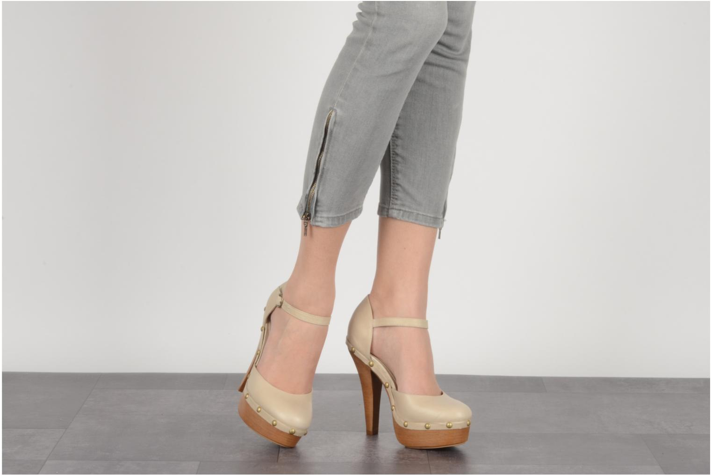 Zapatos de tacón Carvela Acorn Beige vista de abajo