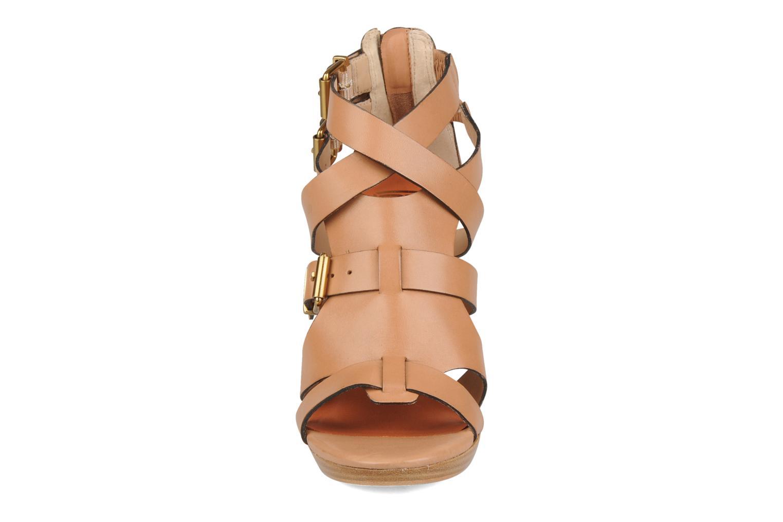 Sandales et nu-pieds Pour La Victoire Vanna Marron vue portées chaussures
