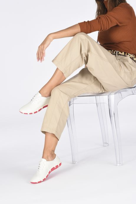 Schnürschuhe TBS Jazaru weiß ansicht von unten / tasche getragen