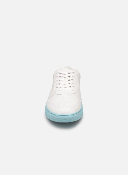 Sneakers Clae Gregory Bianco modello indossato