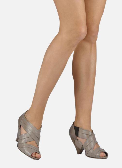 Sandales et nu-pieds Janet & Janet Vitti Beige vue bas / vue portée sac