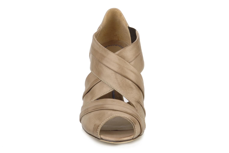 Sandales et nu-pieds Janet & Janet Vitti Beige vue portées chaussures