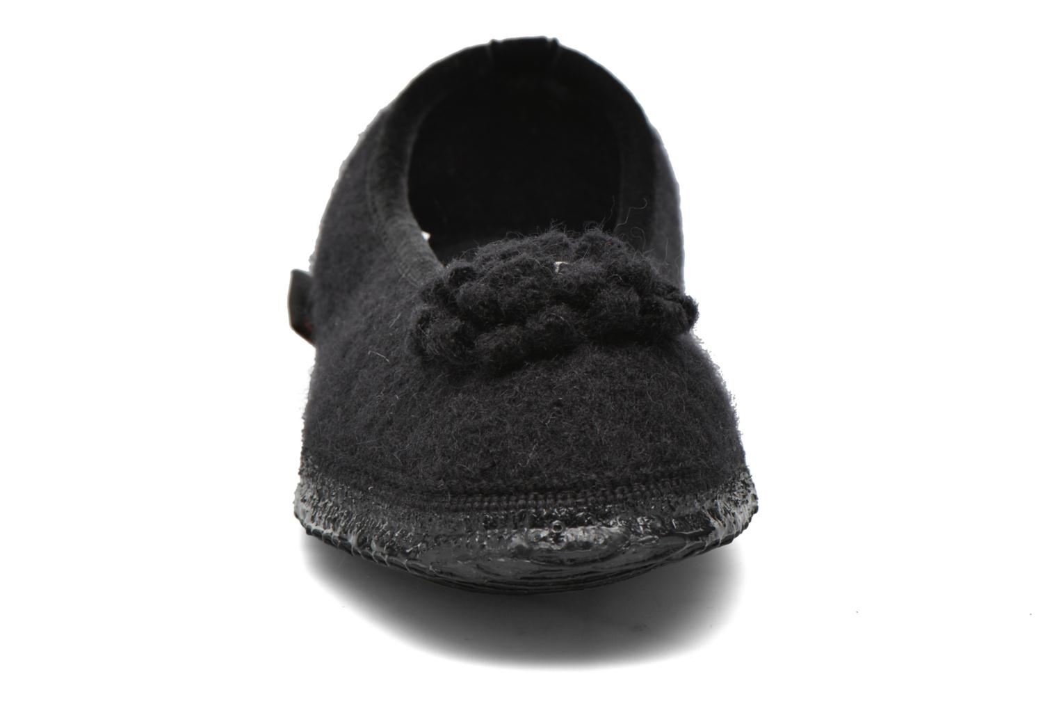 Slippers Giesswein Laubach Black model view