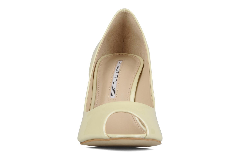 Zapatos de tacón Studio TMLS Louanne Beige vista del modelo