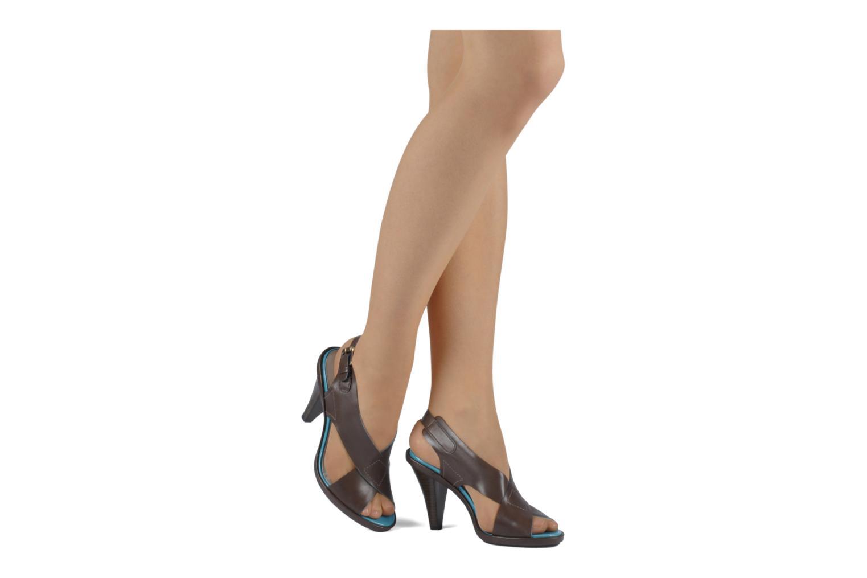 Sandales et nu-pieds Miezko Hugalia Marron vue bas / vue portée sac