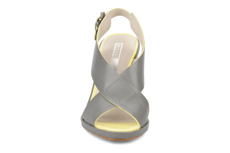 Sandales et nu-pieds Miezko Hugalia Marron vue portées chaussures
