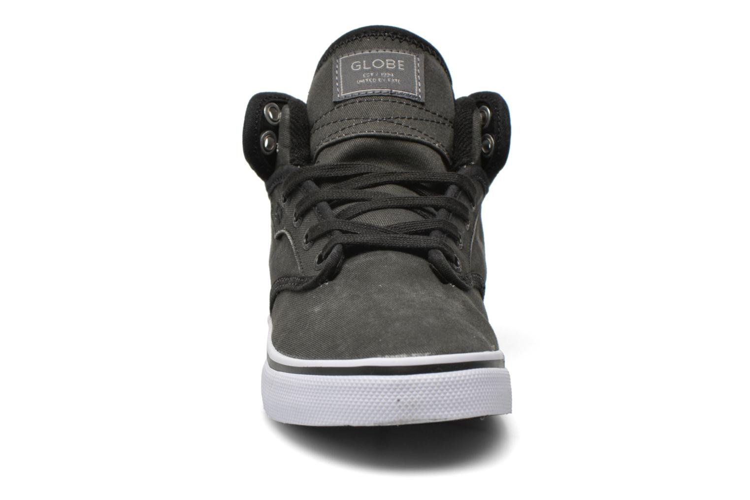 Sport shoes Globe Motley mid Grey model view