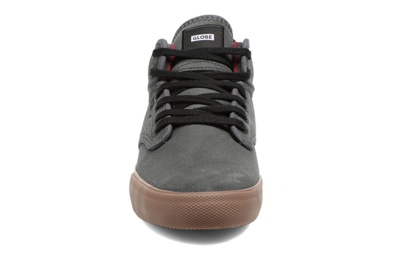 Chaussures de sport Globe Motley mid Bleu vue portées chaussures