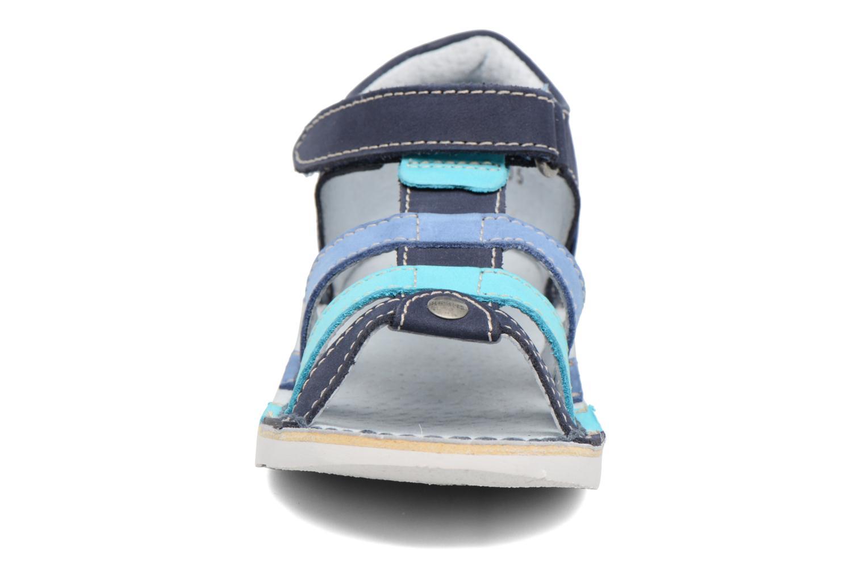 Sandali e scarpe aperte Kickers Woopy Azzurro modello indossato