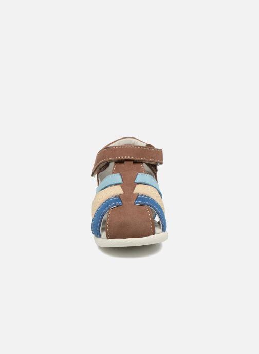 Sandali e scarpe aperte Kickers Babysun Marrone modello indossato