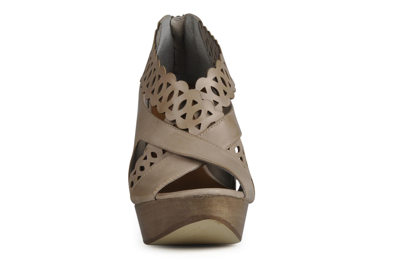 Sandales et nu-pieds Guess Ost Beige vue portées chaussures