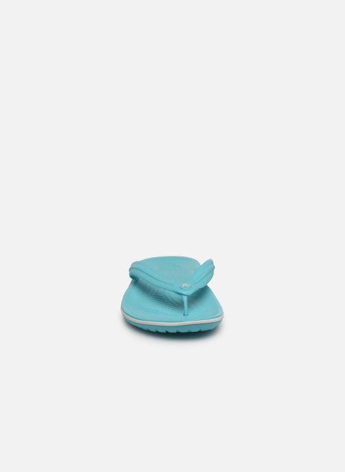Infradito Crocs Crocband Flip W Azzurro modello indossato
