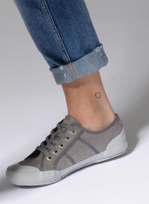 Sneaker TBS Opiace braun ansicht von unten / tasche getragen
