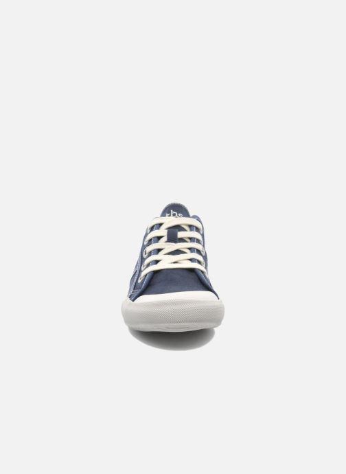 Sneakers TBS Opiace Azzurro modello indossato