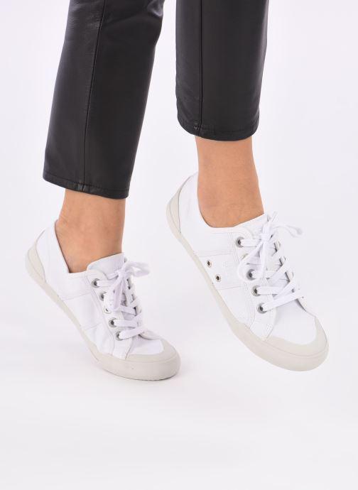 Sneaker TBS Opiace weiß ansicht von unten / tasche getragen