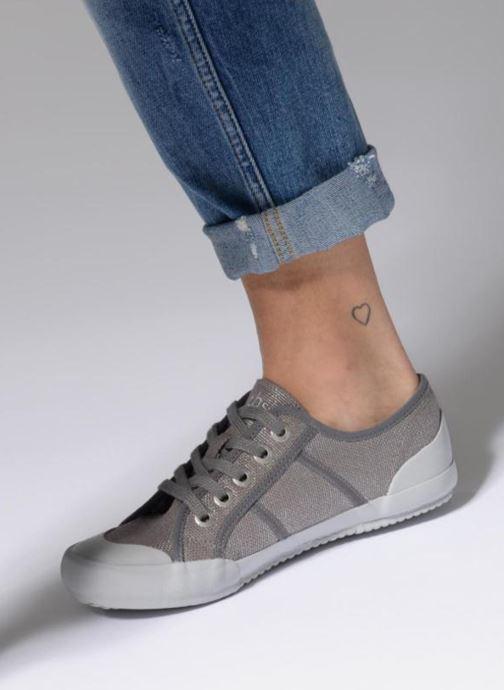 Sneaker TBS Opiace rot ansicht von unten / tasche getragen