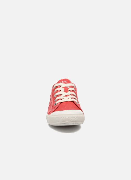Sneakers TBS Opiace Rosso modello indossato