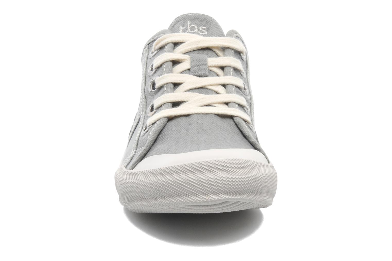 Baskets TBS Opiace Gris vue portées chaussures