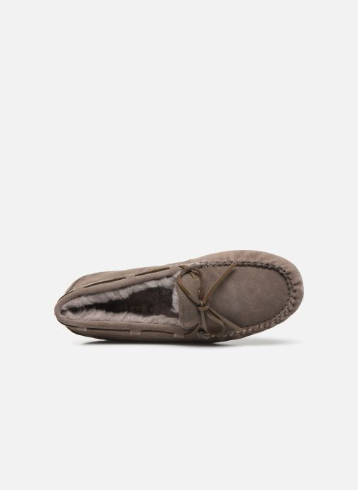 Mocassins UGG Dakota Bruin links