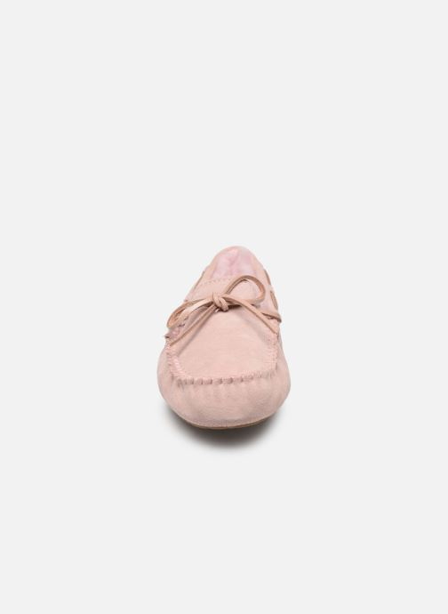 Mocassins UGG Dakota Rose vue portées chaussures