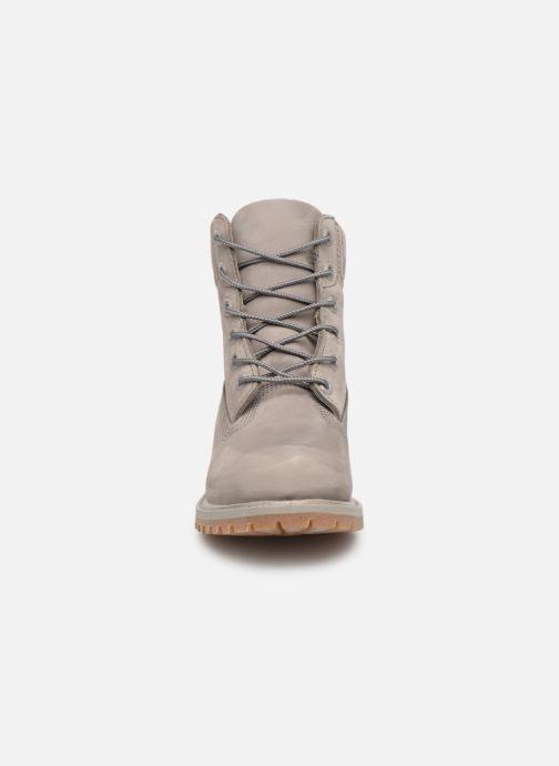 Stivaletti e tronchetti Timberland 6 in premium boot w Grigio modello indossato