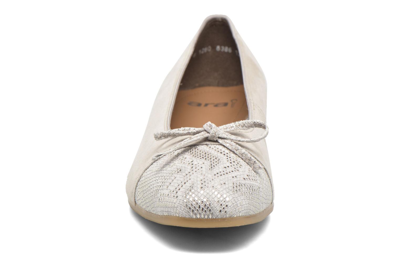 Ballerines Ara Bari Beige vue portées chaussures