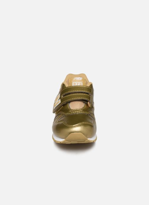 Baskets New Balance Kv373 Or et bronze vue portées chaussures
