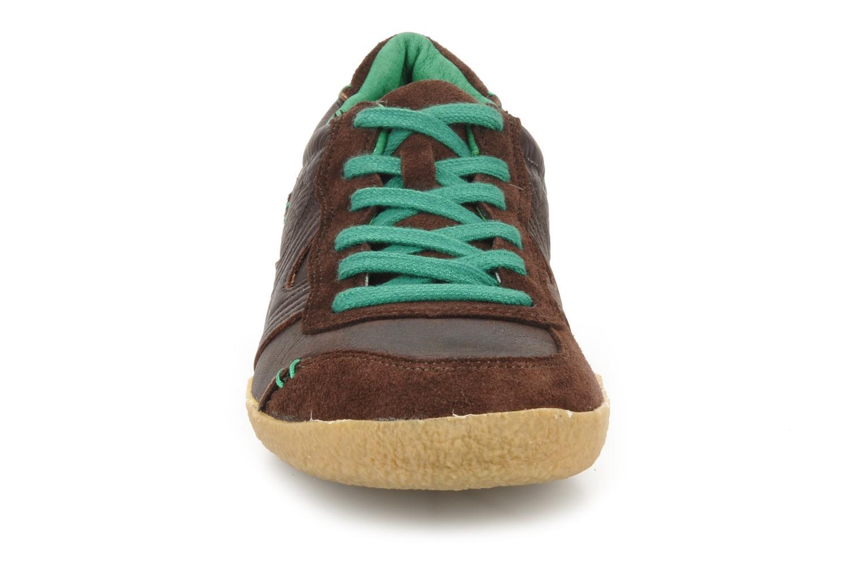 Baskets Kickers Optimum Marron vue portées chaussures