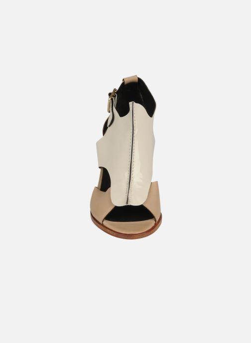 Sandales et nu-pieds Tila March Sandal patch Beige vue portées chaussures
