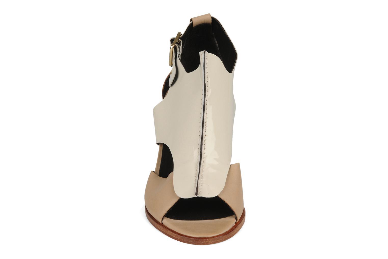 Sandalias Tila March Sandal patch Beige vista del modelo