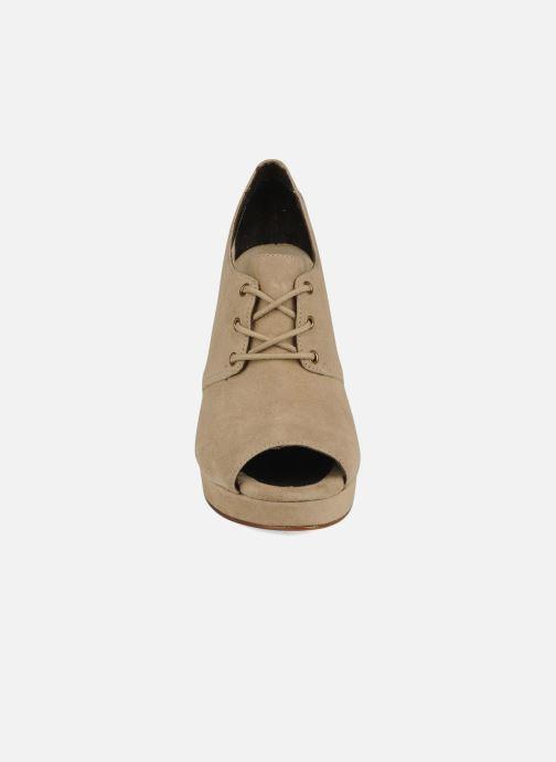Zapatos con cordones Tila March Wedge derby Beige vista del modelo