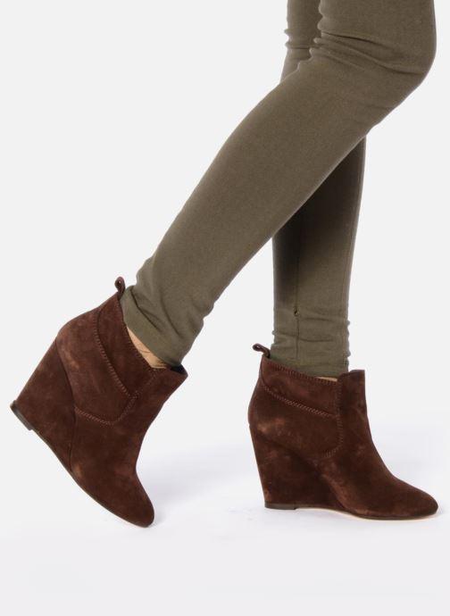 Bottines et boots Tila March Wedge booty stitch suede Bordeaux vue bas / vue portée sac