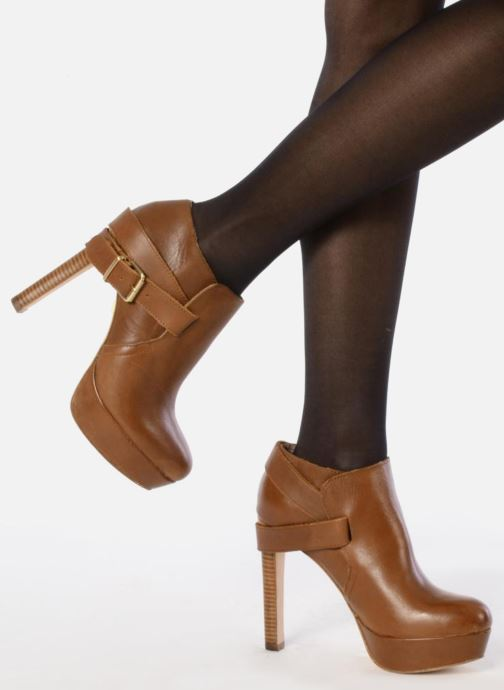 Ankle boots Pour La Victoire Amael Brown view from underneath / model view