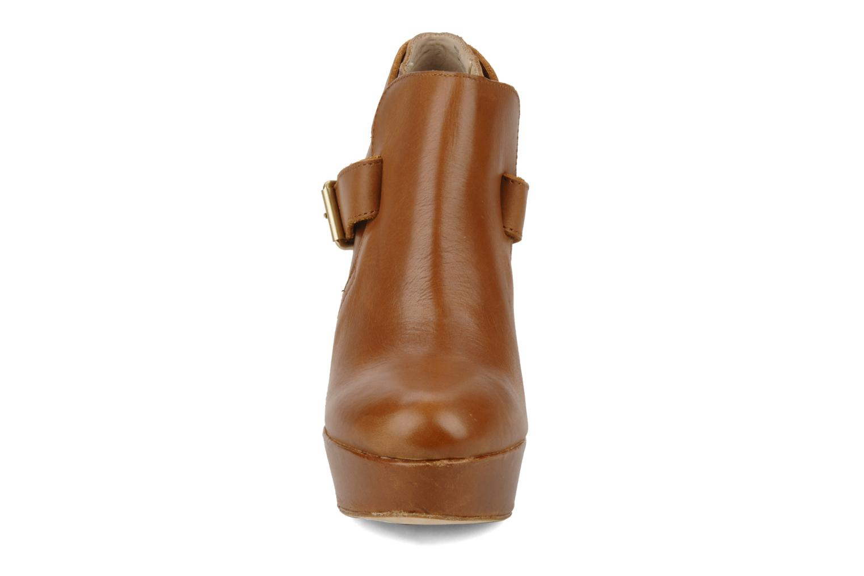 Ankle boots Pour La Victoire Amael Brown model view