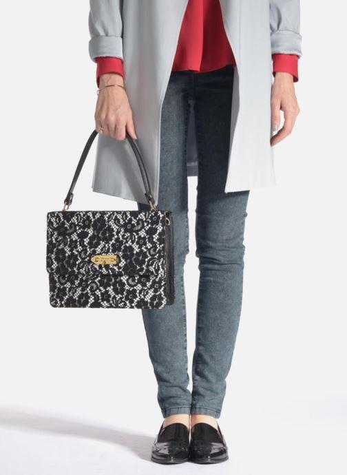 Handtaschen MySuelly Louise Emma schwarz ansicht von unten / tasche getragen