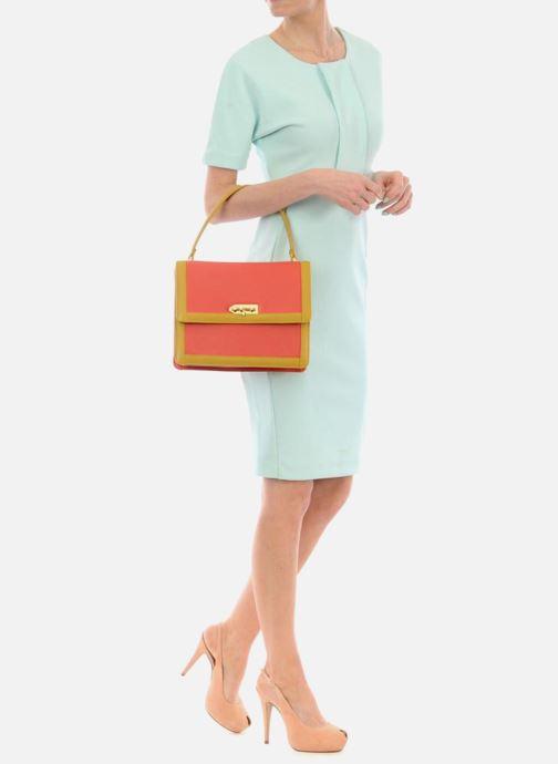 Handtaschen MySuelly Louise Emma orange ansicht von unten / tasche getragen