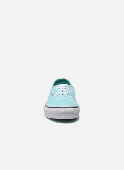 Sneakers Vans Authentic E Azzurro modello indossato
